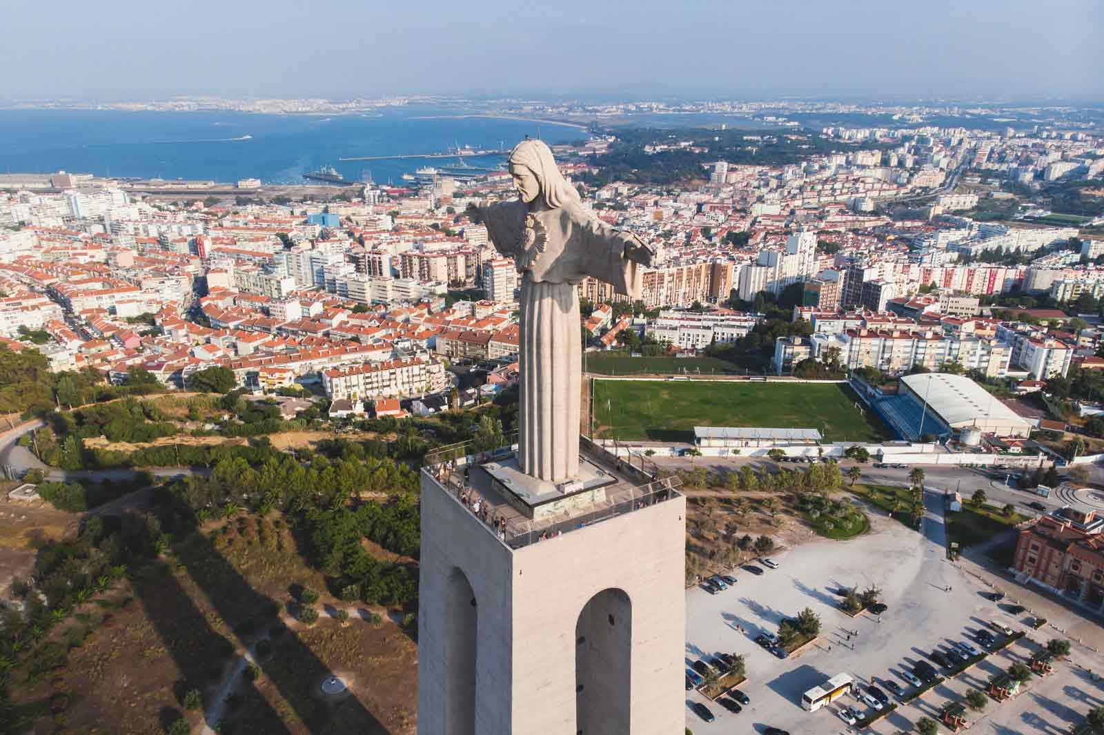 Cristo-Rei statue